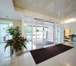 automatic sliding commercial doors